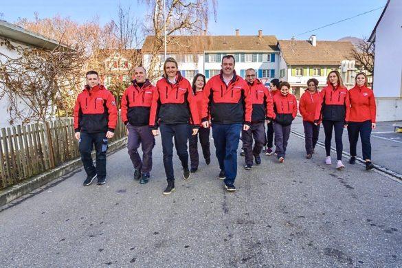 Schweizer Reinigung in Frick Lenzburg Kaiseraugst Aargau Bestickungen Bedruckung von Allwetterjacken durch Flexdress Berufsbekleidung Shoo Schweiz